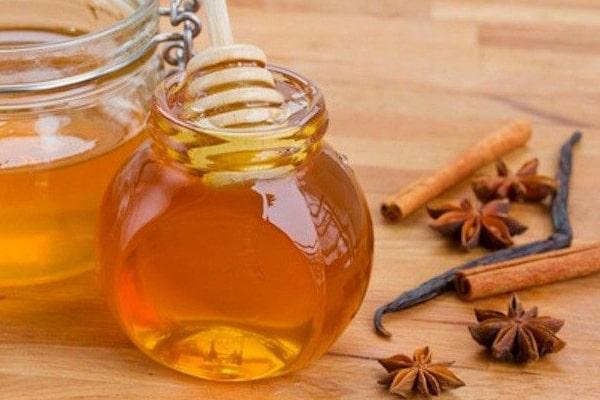 عسل و دارچین و نوشیدنی لاغری