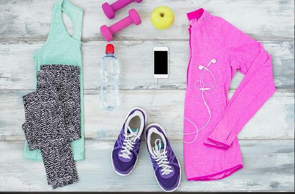کفش و لباس مناسب در اصول ورزش در خانه