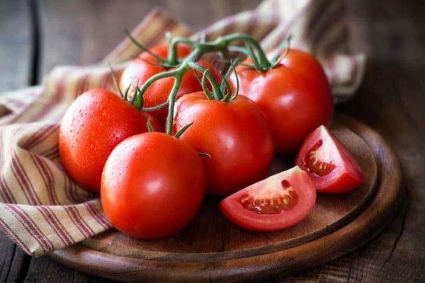 گوجه فرنگی از انواع غذا رژیمی